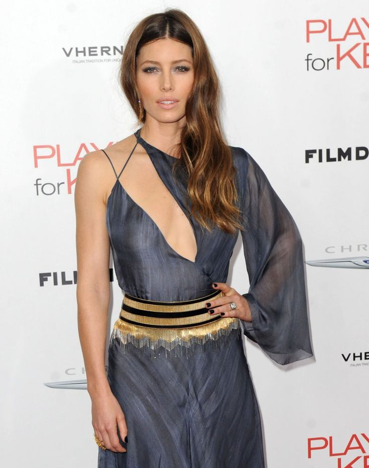 Jessica Biel - hair parted in the middle with side cascading waves