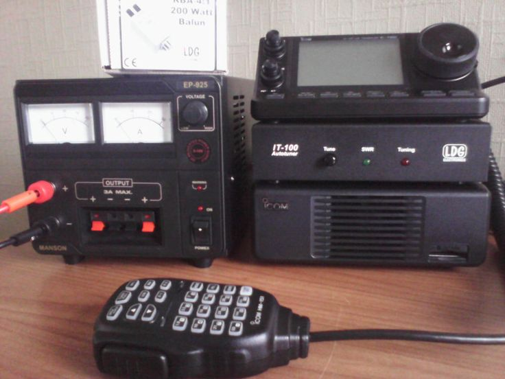 ICOM IC-7100 HF VHF UHF Transceiver. Complete base transceiver with accessories.