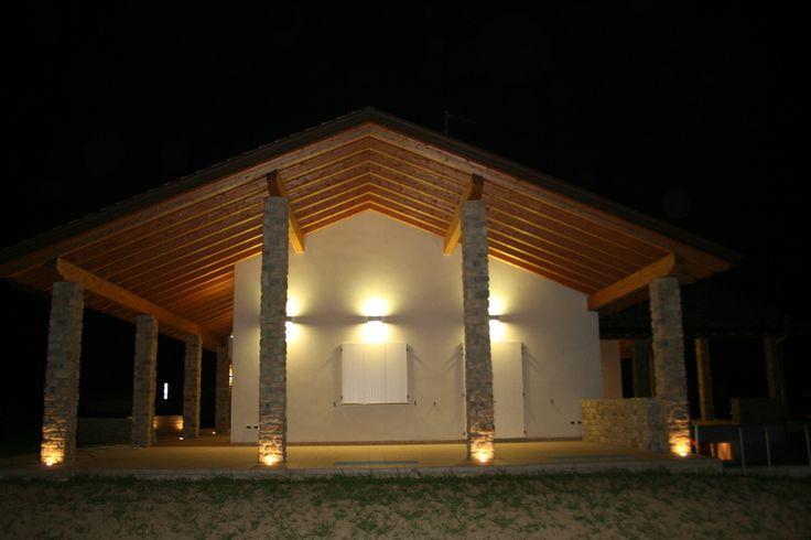 l 39 esterno di una casa illuminata da faretti led