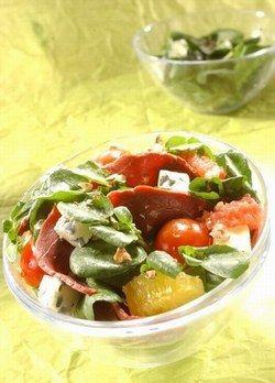 Suggestions de salades originales, recettes d'entrées - Salades fraiches d'été: idées de salades fraicheur originales - Préparation : 25 min Ingrédients (pour 6 personnes) - 1 à 2 bottes de cresson ou mâche - 2 pamplemousses - 4 oranges - 250 g de tranches de magret...