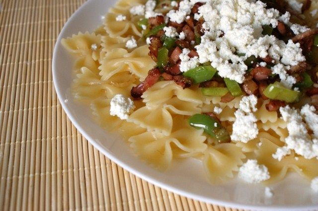 Farfalle with bacon & onion