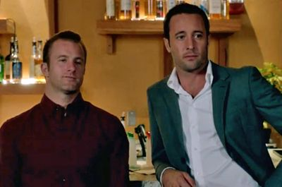 "♥♥♥  Scott Caan, left, and Alex O'Loughlin during filming of this week's episode of ""Hawaii Five-0."" (Courtesy CBS)"
