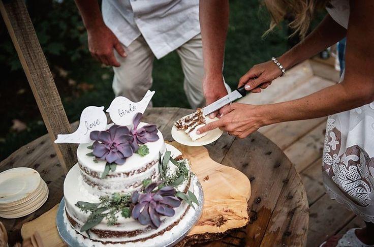 #weddingcake #weddingdetails #weddingdecor #wedding #weddingflowers #succulents #incarnationsdesign