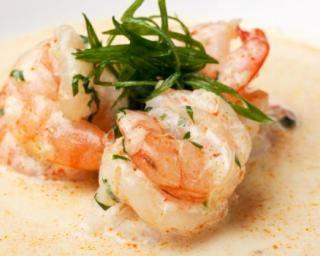 Crevettes poêlées en sauce légère coco, gingembre et citron vert : http://www.fourchette-et-bikini.fr/recettes/recettes-minceur/crevettes-poelees-en-sauce-legere-coco-gingembre-et-citron-vert.html