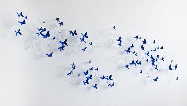 アルミ缶やワイヤーで作られた飛び立つ蝶の群れ (4)