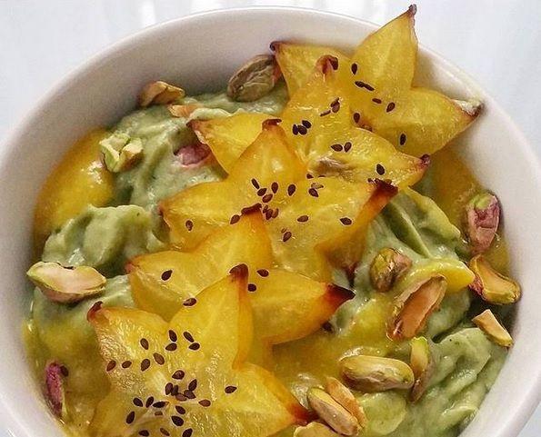 Obłędny fitdeser limonkowy z pistacjami