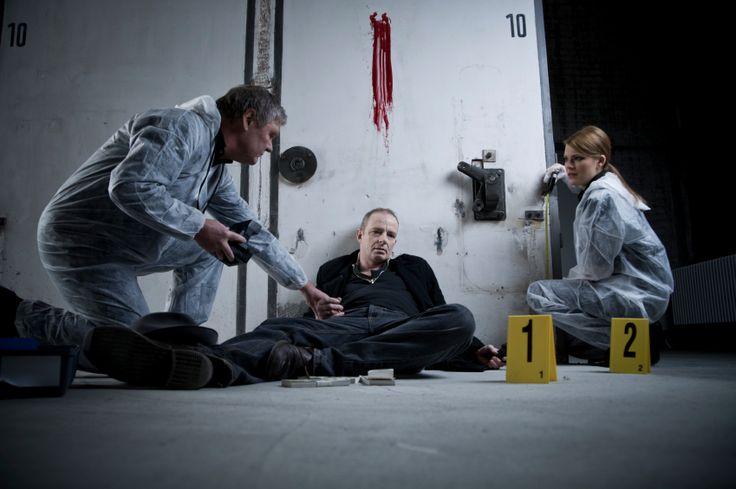 Si vous souhaitez vous mettre dans la peau de Sherlock Holmes, optez pour la Murder Party.   http://www.sud-ouest-passion.fr/forfaits/team-building-soiree-murder-party-entreprise/#.V2QHC7uLTIU