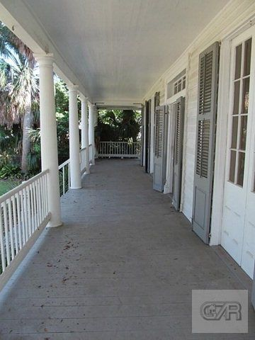 long front porch 3601 Avenue P, Galveston