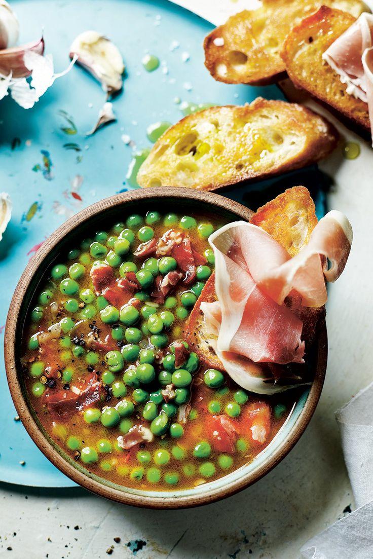Pea soup with serrano ham