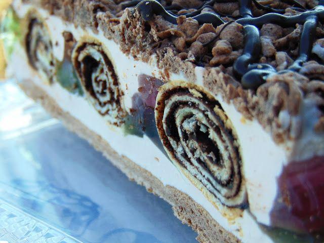 """Ciasto zainspirowane ciastem siostry Anastazji """"Pawi ogon"""". Wyszło smaczne, kolorowe dla nas idealne. Składniki: ciasto kruche: 5..."""
