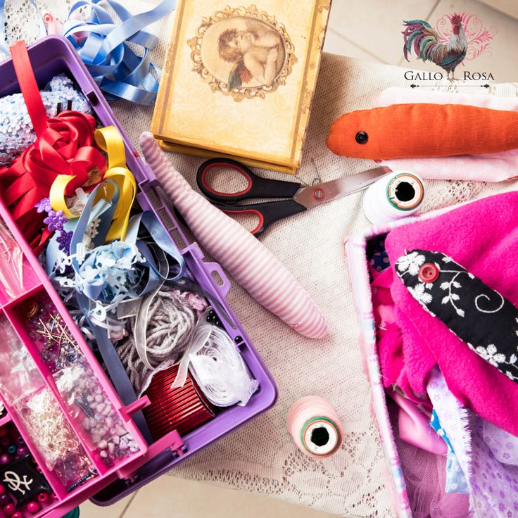 Colores, texturas, estampados intrincados, elaborados y llenos de vida… esperan por ti en nuestra casa! #GalloRosa #HechoConElCorazon #HechoAMano #Artesanos #Diseño #Pasión #Cultura #Colombia #Únicos #Amor #New #Joyeros #Fashion #Decoración #Hogar #Dreams #Love #Home #Life #Family #design