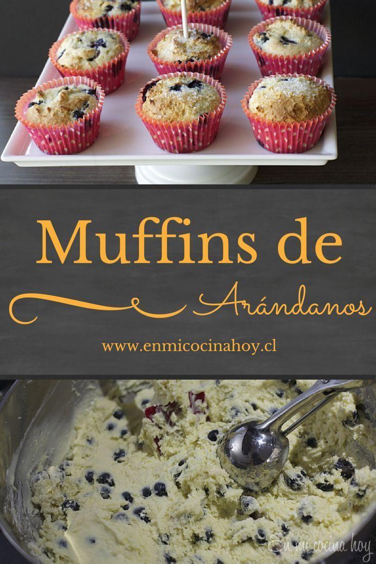 Si te gustan los muffins o quequitos esponjosos y deliciosos esta receta de muffins de arándanos es para ti. Puedes usar arándanos frescos o congelados.