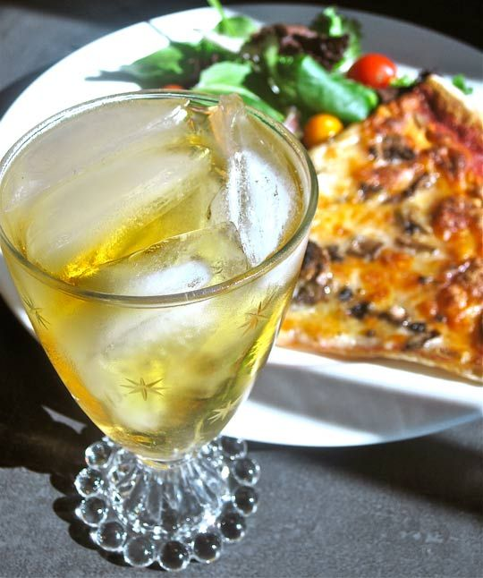 Perfect for Pizza Night: Jameson and Ginger Cocktail Recipe The 10-Minute Happy Hour