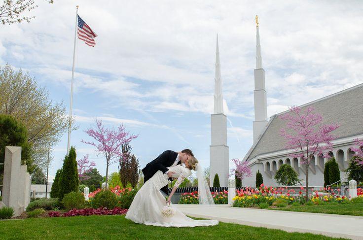 Boise Temple Wedding #ldsweddingphotography  Boise Temple Wedding - spring wedding photography at LDS Temple in Boise, Idaho // photography by Brooklyn Jean Photography