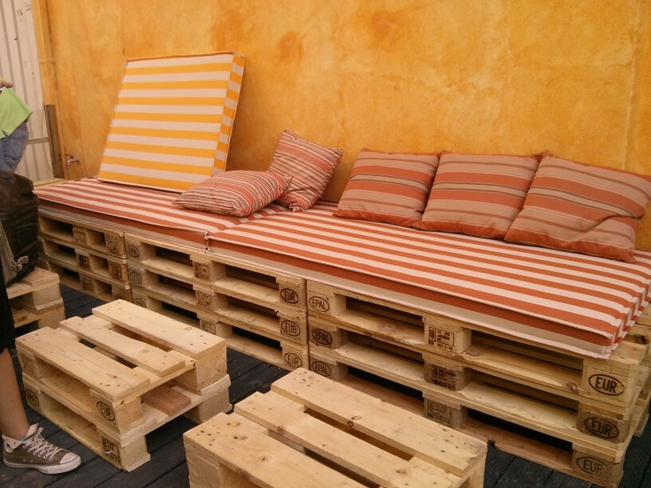 Pallet coffee seats