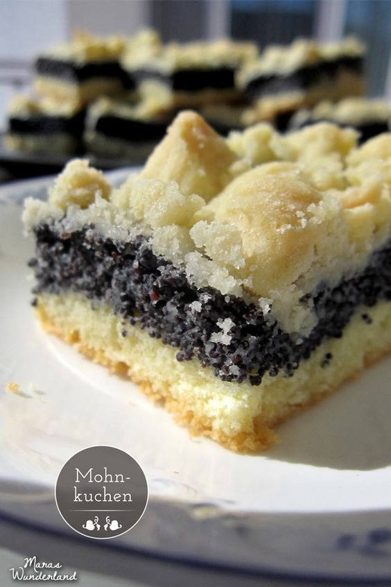 Mohnkuchen - erst den Mohn anrühren - spart Zeit, doppelte Menge Butter für die Streusel ;-)