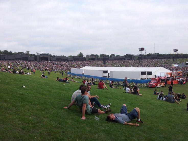 Milton Keynes Bowl. Waiting for Pear Jam