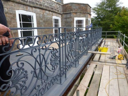wrought iron balcony railing idea
