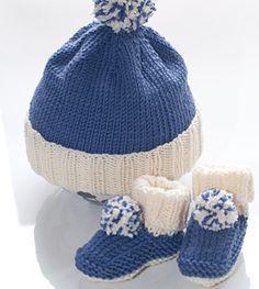 Du möchtest Babyschuhe und Babymützen stricken? Dann probiere es jetzt mit dieser Strickanleitung für Baby Booties und Pudelmütze!
