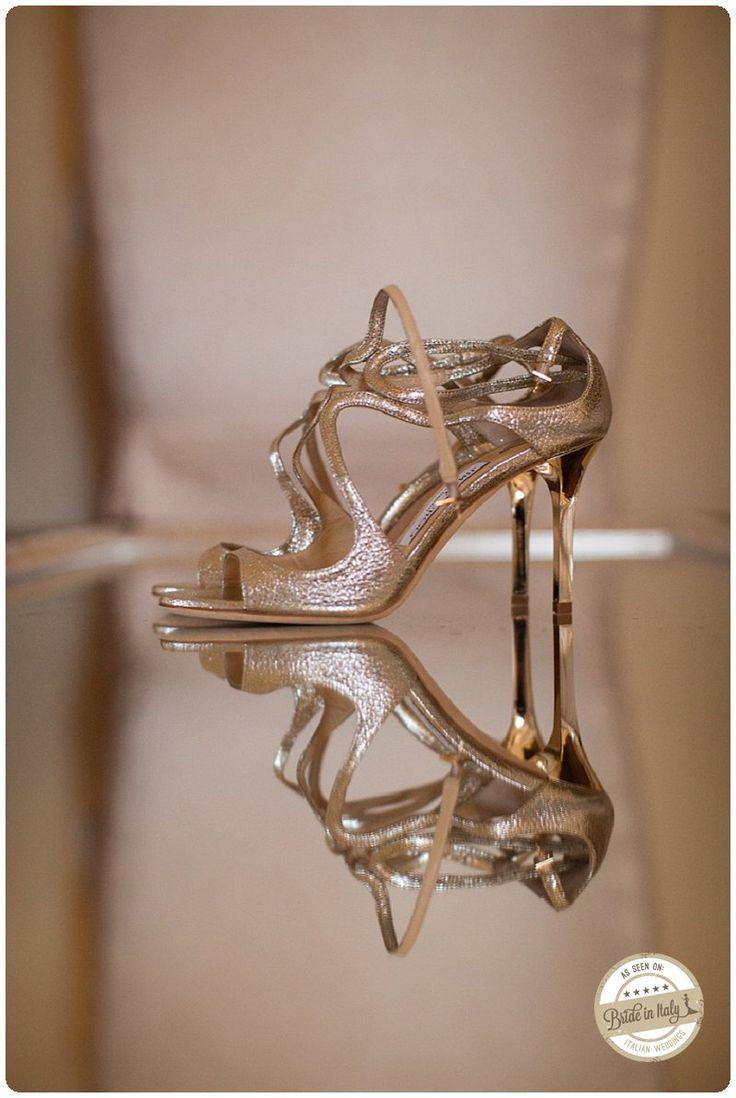 Silver bridal sandals. Rich and chic. Ph Morlotti Studio http://www.brideinitaly.com/2013/10/morlotti-total-white.html #italianstyle #wedding