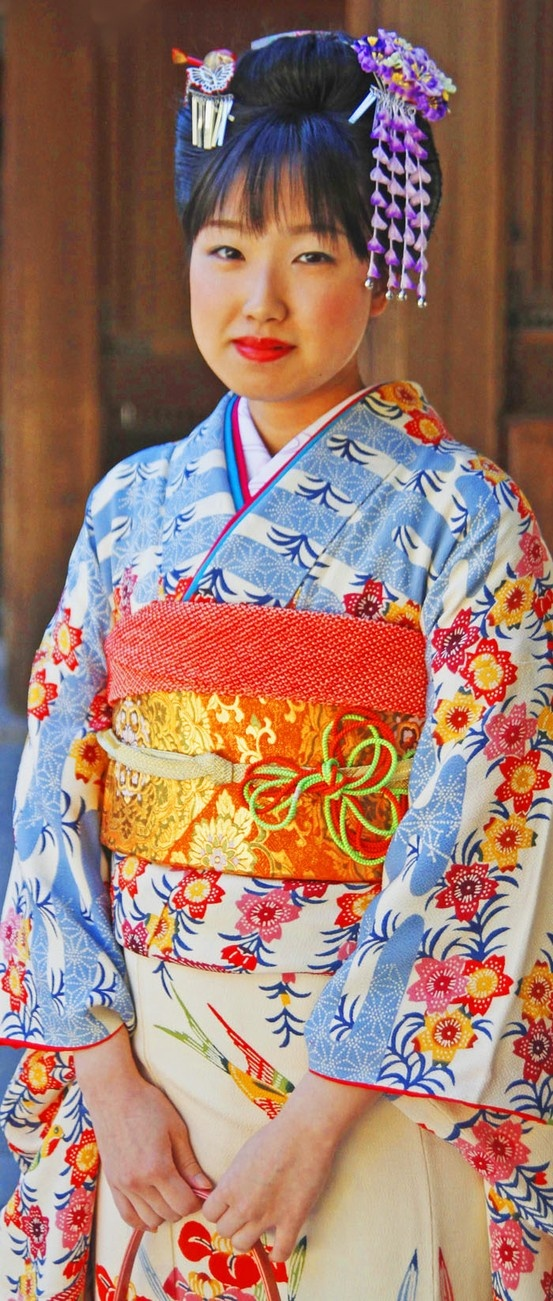 How to mix and match clothing using Japanese kimono and obi rules - photo edmund yeo flickr commons - READ article at Boomerinas.com by clicking on this photo.