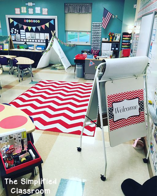 The Simplified Classroom: Classroom Tour in March?!?