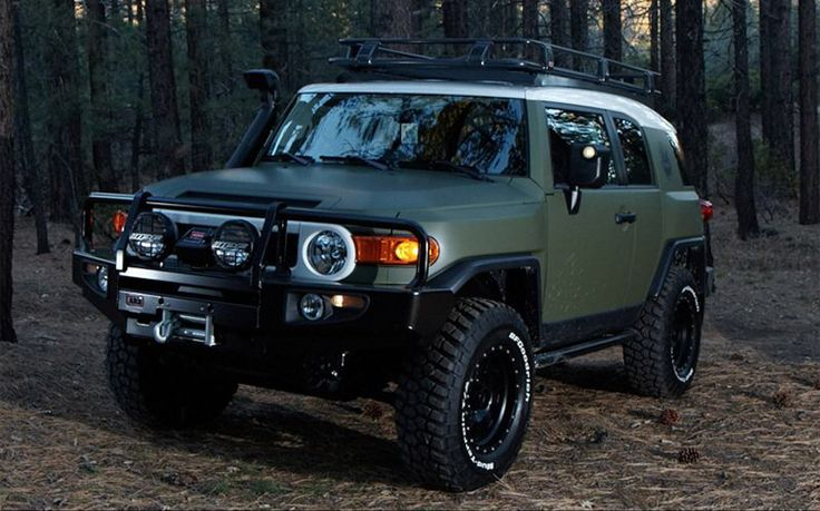 Toyota FJ Cruiser matte forest green