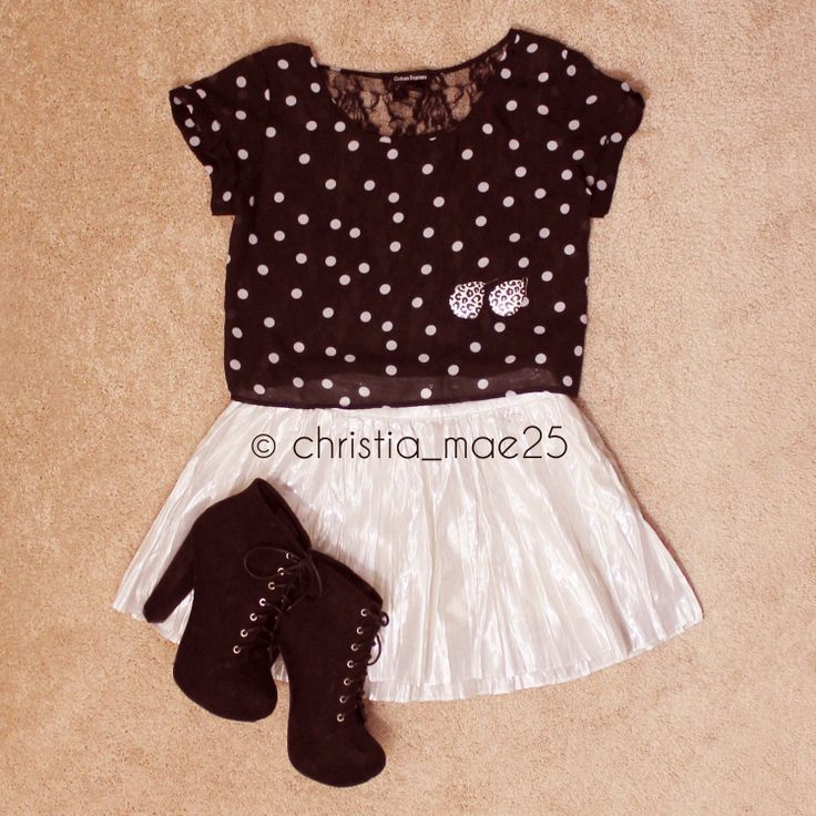 IG: christia_mae25  #outfit #fashion #style #black #polkadots #lita #skirt #croppedtop #jewelry #ootd #summer #winter #fall #edgy
