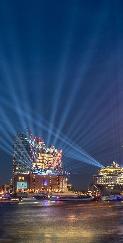 Hamburg Foto von der Schiffstaufe TUI Mein Schiff 6 vor der Elbphilharmonie | Bildschönes Hamburg