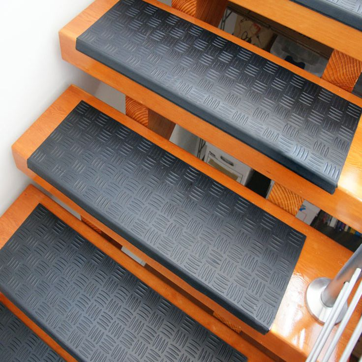 """Outdoor Basement Stairwell Cover: """"Diamond-Grip"""" Rubber Stair Tread"""