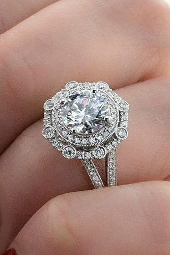 4f72b33e511f 39 Vintage Engagement Rings With Stunning Details