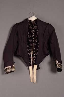 Tweedelige jurk bestaande uit lijf en rok (1880 - 1890) Zijde; fluweel; kant. Inventarisnummer 20629/001-006