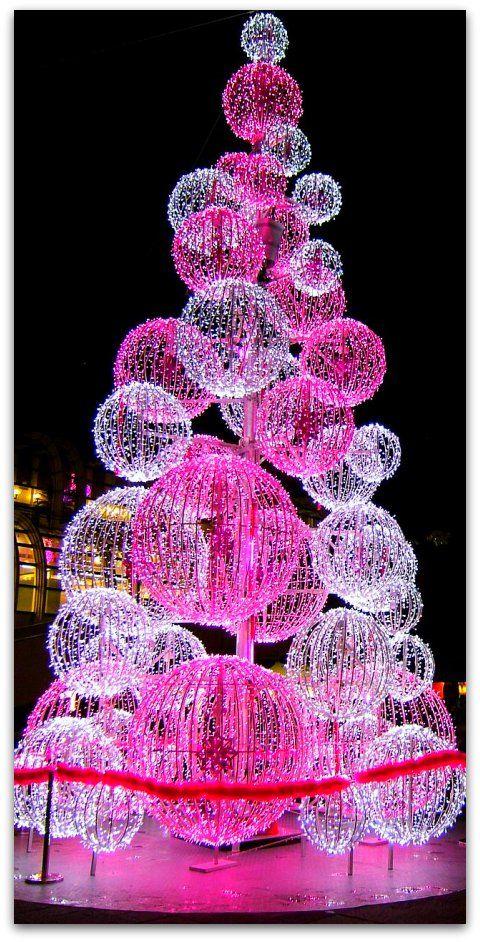 The Deco House: Décoration de Noël à la halle... jolie lumière! #deco #noel #lumiere