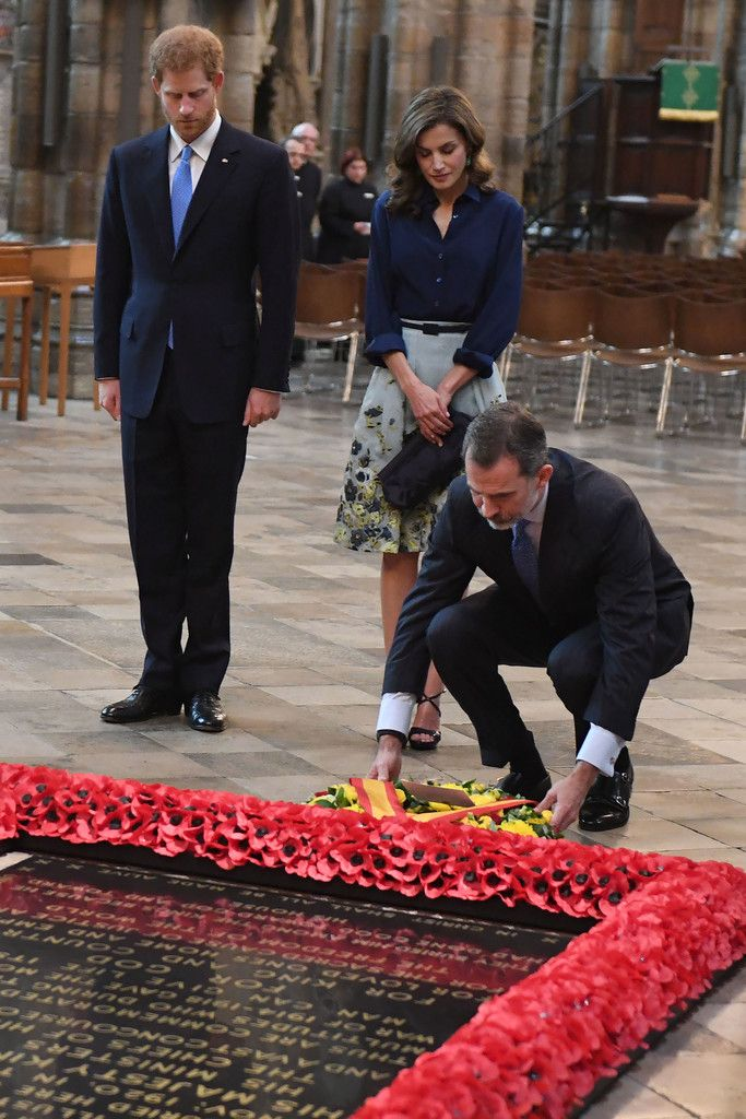 Spanish King Felipe VI lays a wreath of flowers at the grave of the Unknown Warrior as Britain's Prince Harry (L) and Spanish Queen Letizia (C) look on during a visit to Westminster Abbey in central London on July 13, 2017, the second day of the Spanish King and Queen's three-day state visit..A speech by King Felipe in London on July 12 was overwhelmingly conciliatory, speaking about shared history between the two countries as well as joint efforts against terrorism after four attacks in…