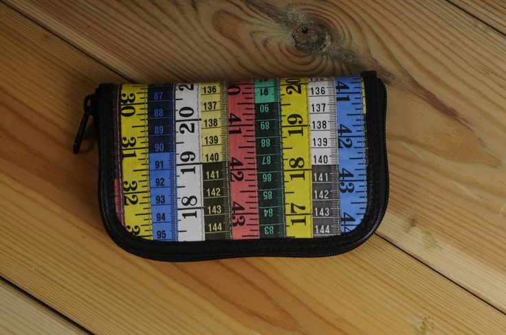 Small zip-wallet using measuring-tapes
