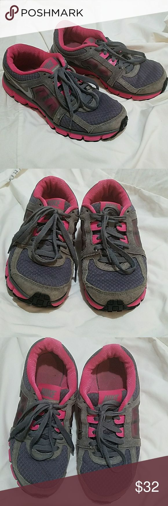 Nike Dual Fusion 2 Any signs of wear would be shown in the pictures otherwise these arein good condition Nike Shoes Sneakers