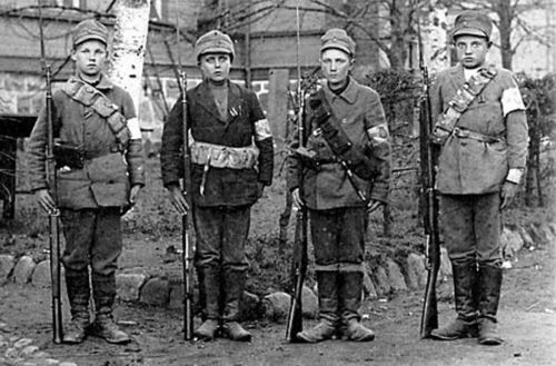 Lapsisotilaat (child soldiers) during the Finnish Civil War. Both armies used juvenile soldiers, mainly between 14 and 17 years of age, the most famous example being Urho Kekkonen who fought for the White Army and later became the longest-serving president of Finland. The Red Guards also included 2,000 female troops, mostly girls, recruited from the industrial centres in southern Finland.