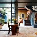 こういう開放的な作りのリビング・ダイニング、素敵ですよね。 1 こちら、オーストラリアの画家 スーザン・ホラーチェクさんのご自宅でして、建っているのはオーストラリア北東部、...