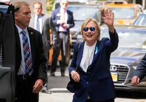 米ニューヨークで11日朝、15年前の同時多発テロの追悼式に出席していた民主党大統領候補のクリントン氏(68)が体調を崩して退席した。陣営は同日夕、「9日に肺炎と診断され、抗生物質を処方されて治療していたが、追悼式で暑くなって脱水症状を起こした」と発表した。