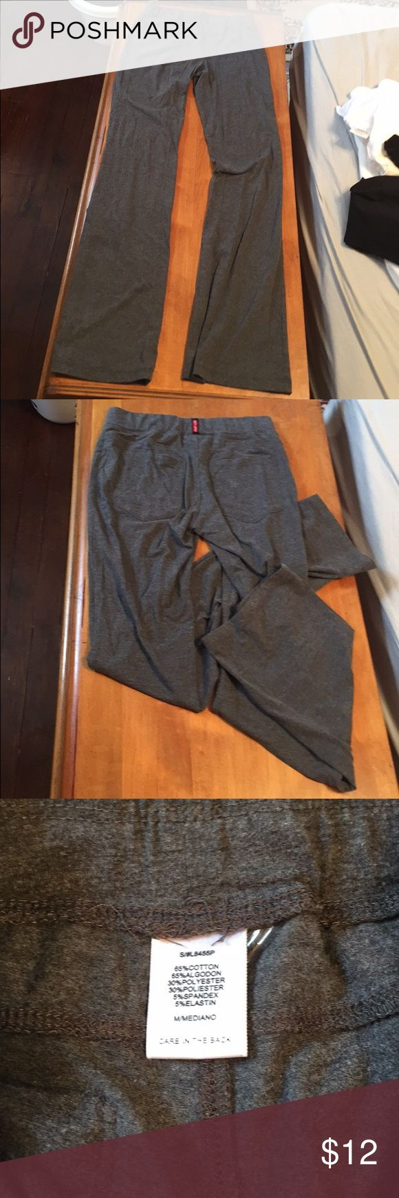Gray legging Gray leggings. Like new. Two pockets on the back. Size small. love tree Pants Leggings