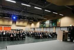Gemeinsam feierten die Absolventinnen und Absolventen der Fachbereiche Informatik und Elektrotechnik sowie Maschinenwesen ihren erfolgreichen Studienabschluss.