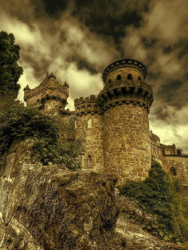 oh-sayitaintso:    My fairy tale castle (by Harpagornis ~away~)
