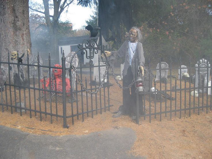 Fabulous Graveyard Fencing Tutorial....I so want this in my yard this year!