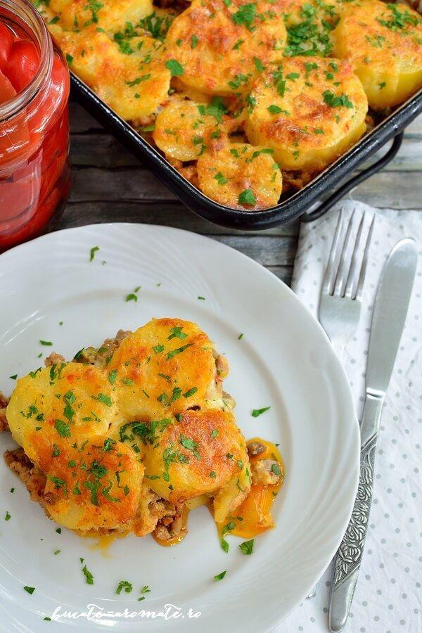 Musaca de cartofi cu carne de pui şi ciuperci
