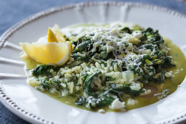 Spinach Rice (Spanakorizo) by greek chef Akis. An original greek recipe that you will absolutely adore. You can also serve the spinach rice with poached eggs.