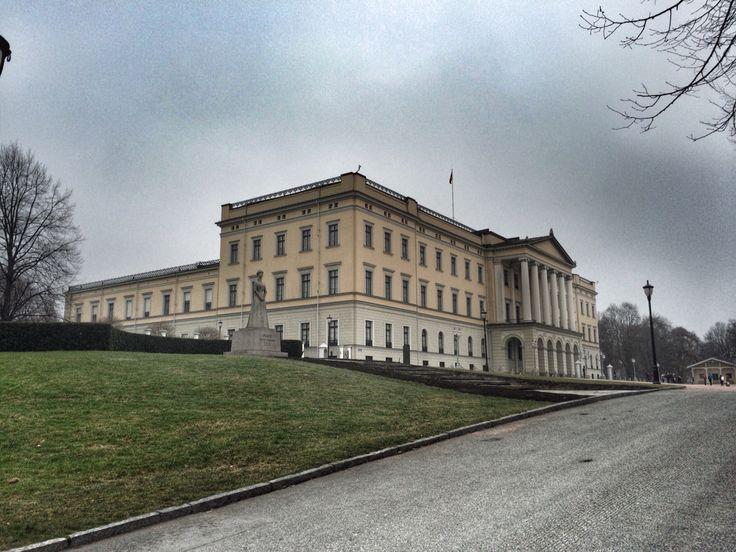 Castle in Oslo ! Photo by @villatverrteigen