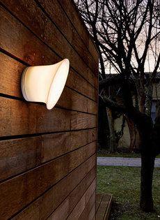 Luceplan #tuinverlichting Ecran In & Out De Italiaanse verlichtingsspecialist Luceplan heeft tal van klassiekers in haar armaturencollectie. Ook aan de buitenmuur, in de #tuin, op het #terras en de veranda is er vraag naar strakke en #moderne #verlichting. Meer informatie over #verlichting: http://www.wonenwonen.nl/tuin-overig/luceplan-tuinverlichting/6587
