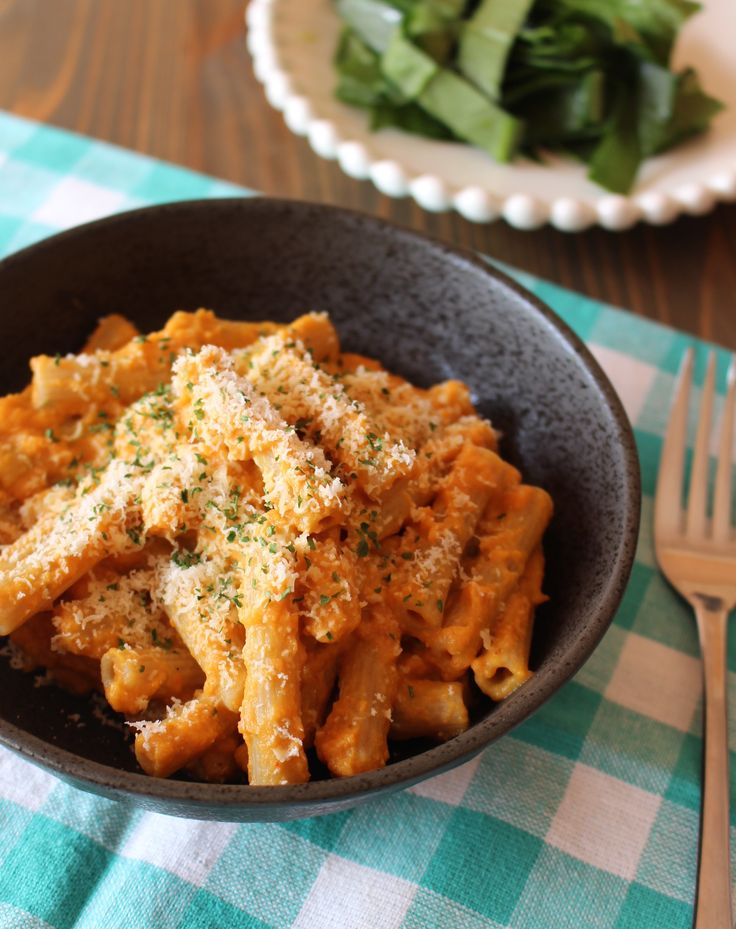 Creamy Pumpkin Sauce for #pasta or #pizza   Frugal Nutrition 1 Tablespoon olive oil 4 cloves garlic, grated or finely minced 1 can pumpkin puree (about 2 cups) 1 cup milk ½ teaspoon salt 1 tablespoon vinegar ¼ teaspoon dried oregano ½ teaspoon dried basil dash of chili powder garnish: fresh herbs, parmesan cheese
