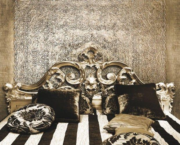 IATA'MMIE Importante opera di dimensioni monumentali, decorata in argento puro finito a cera e patinato con terre naturali brune. Il meraviglioso pizzo utilizzato è di grande pregio e proviene dalla Puglia.  Dimensioni:  Pannello: H300xL259 cm