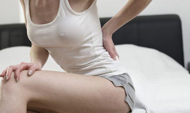 Πόνος στην πλάτη όταν ξυπνάτε: Πώς θα βρείτε ανακούφιση